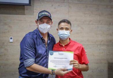 Unitrópico otorgó beca a patinador Sergio Navarro