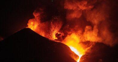 Informan que se abre nueva boca en el volcán Cumbre Vieja en Islas Canarias